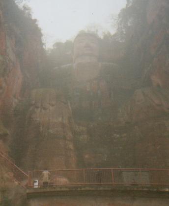 067. -8. Der größte Buddha der Welt (42m) in Leshan